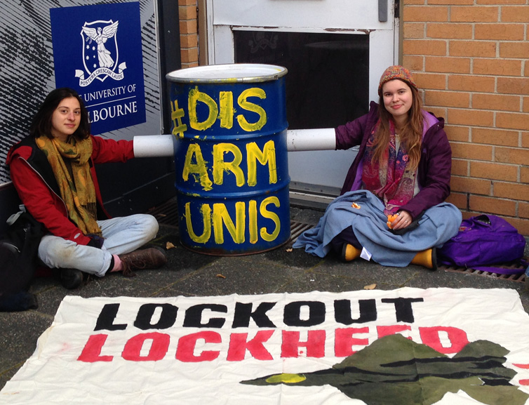 Uni Students Locked on Against War at Melb Uni