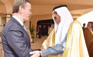 Christopher Pyne shaking hands with Saudi representative